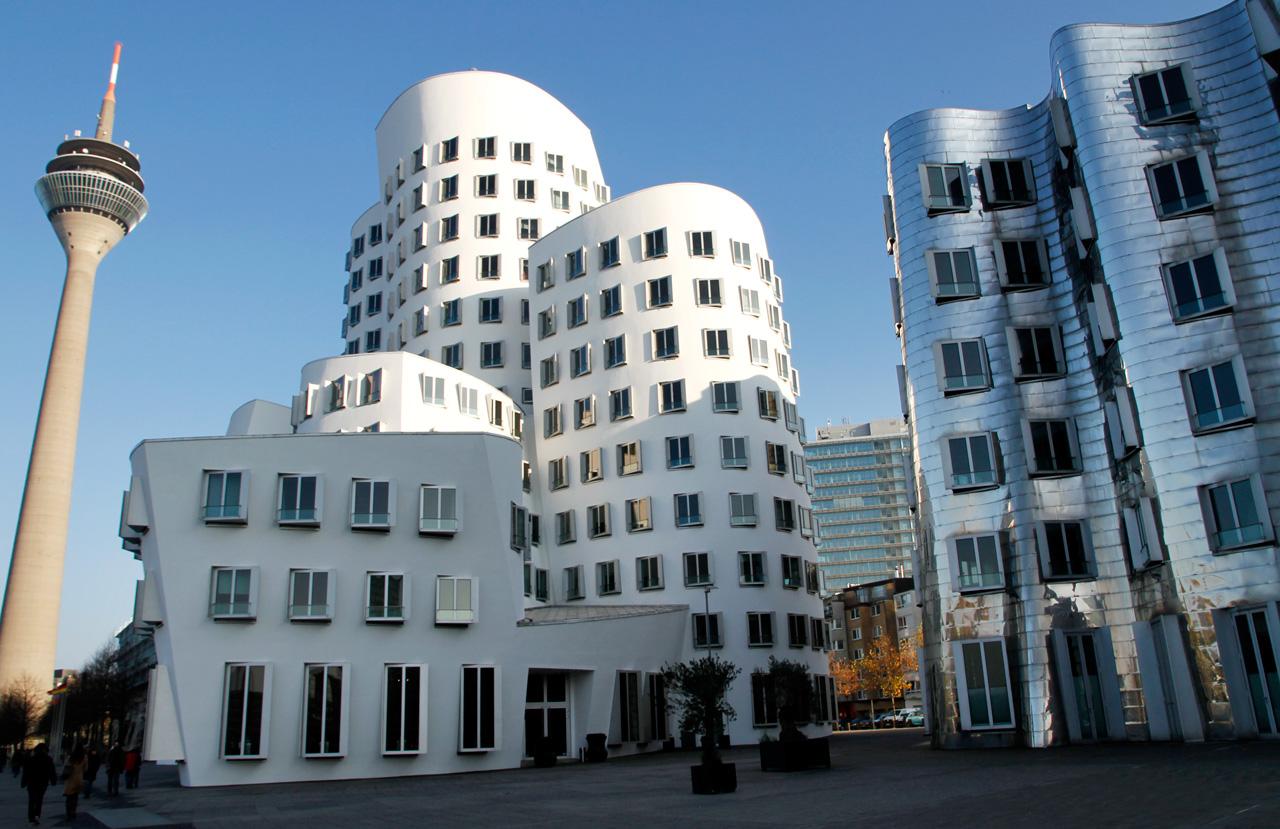 02 Duesseldorf 2010 Fassadenbau Gehry Bauten Ceranski