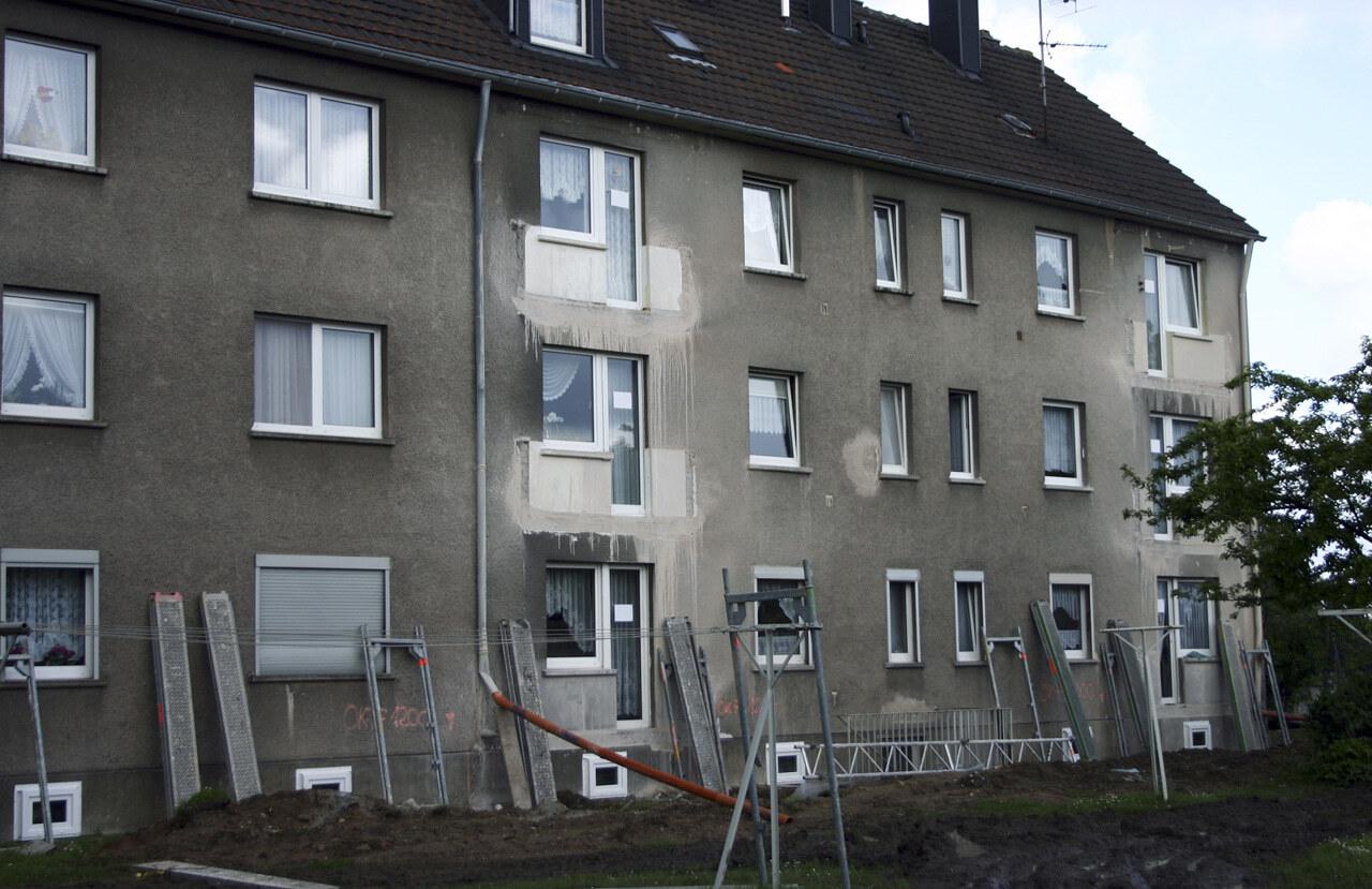 02 Koeln 05 2005 Bauphase Fassadenbau Waermedaemmung Mehrfamilienhauser Ceranski