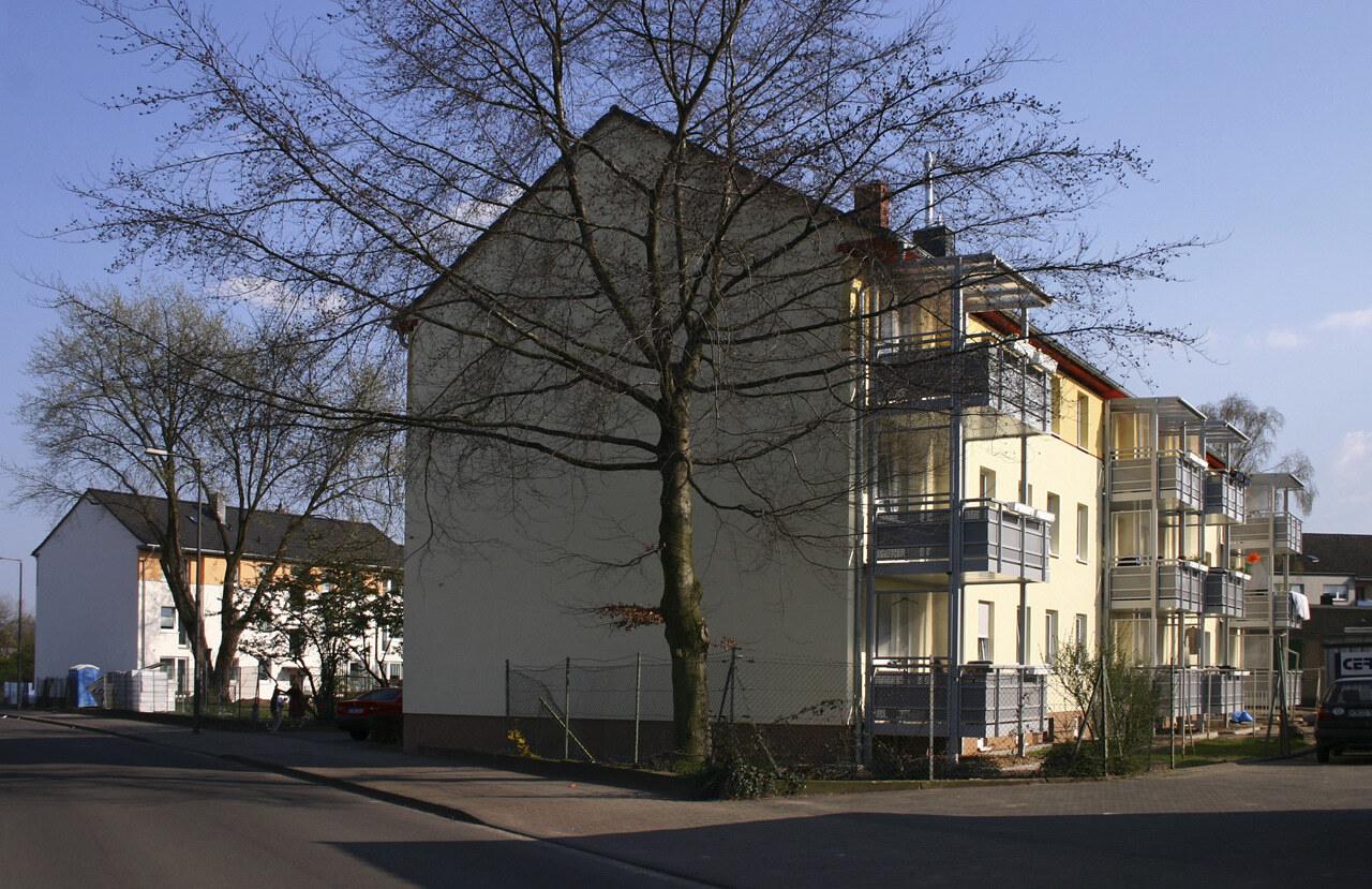02 Koeln 05 2005 Fassadenbau Waermedaemmung Mehrfamilienhauser Ceranski